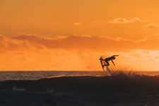 Surfer-in-sunset_©Rambo